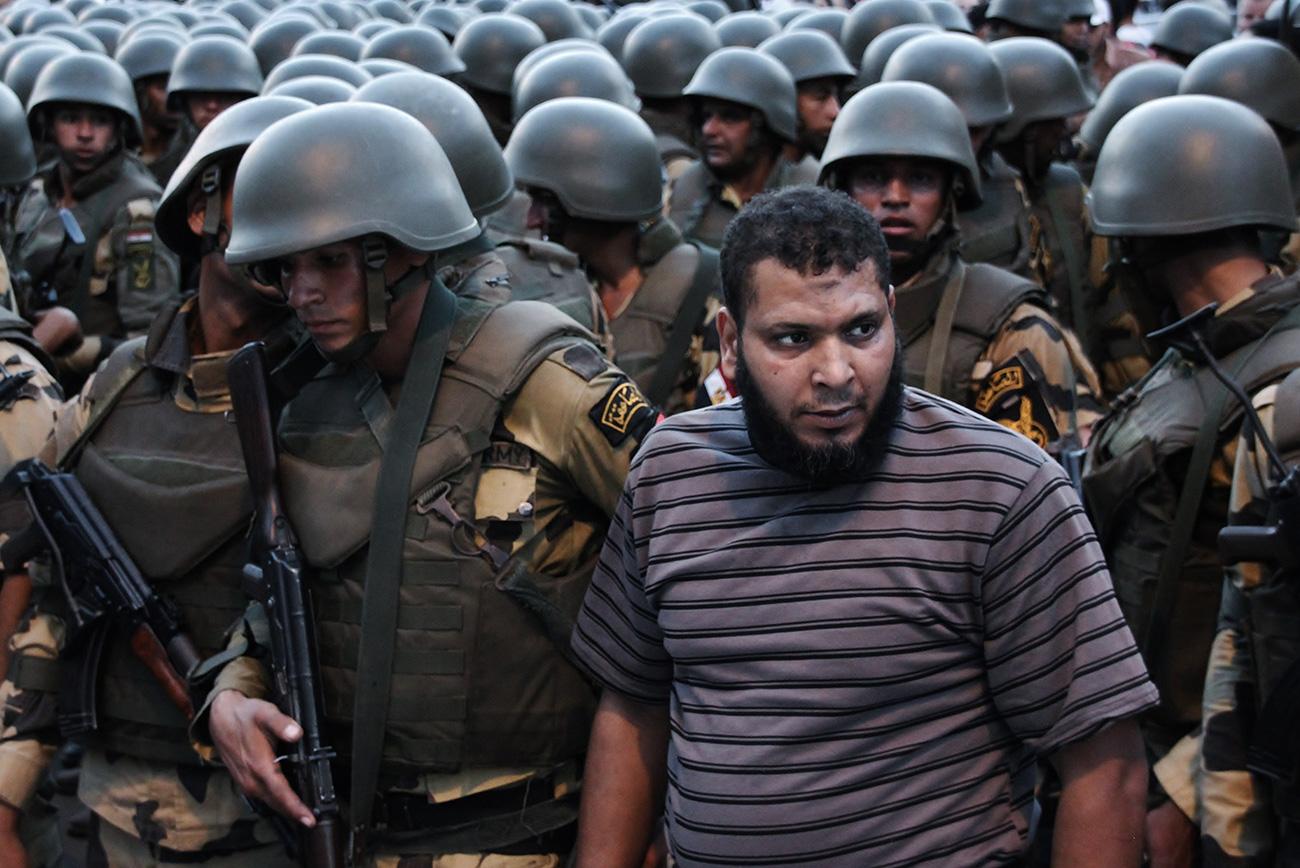 islamist surrounded armee egypt cairo