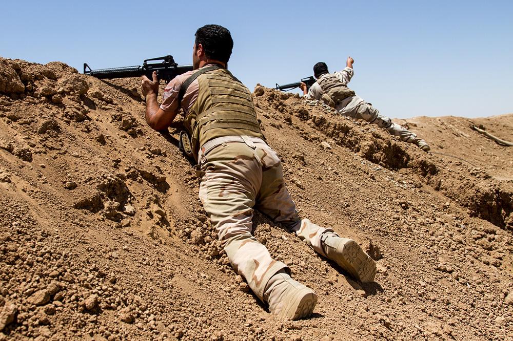 14_shootout-isis-peshmerga-iraq-frontline-wall