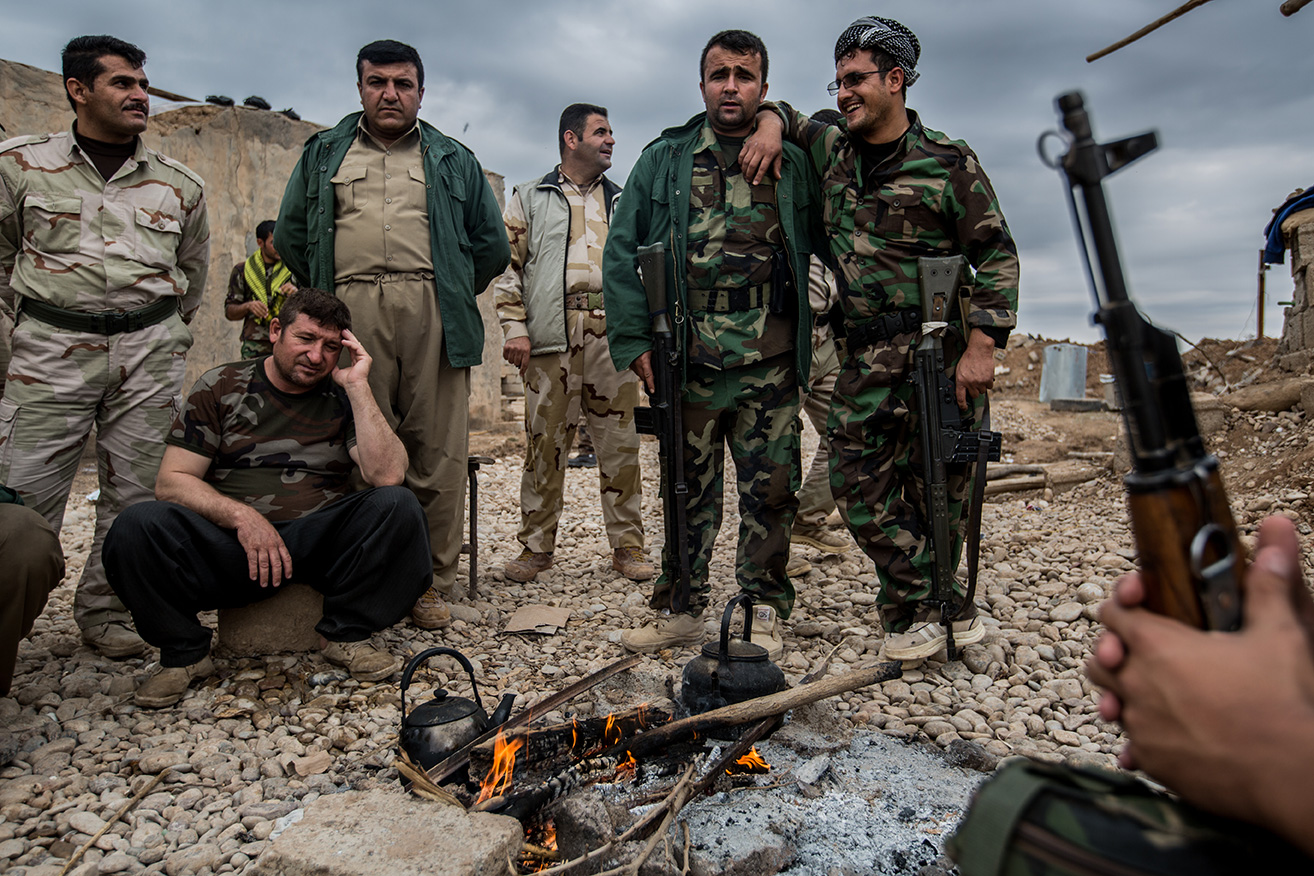 16_resting-frontline-kurds-iraq-fire