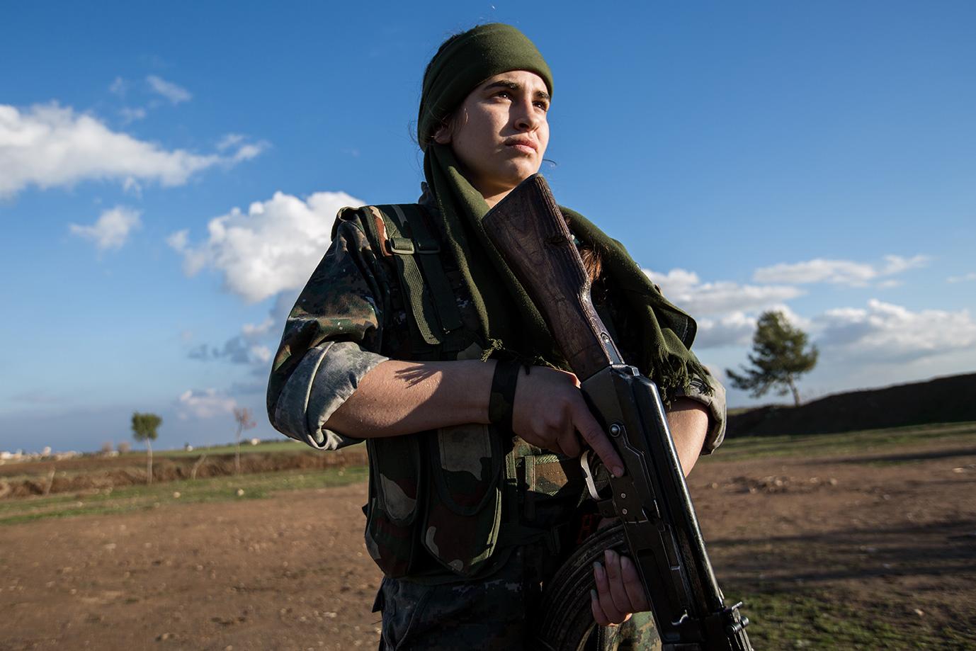 yesidi woman preparing fight isis