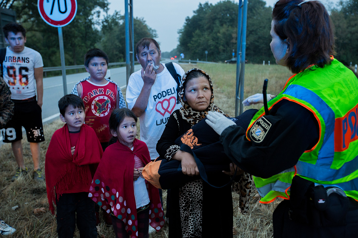 05_Afghan-family-meet-German-police-after-flight