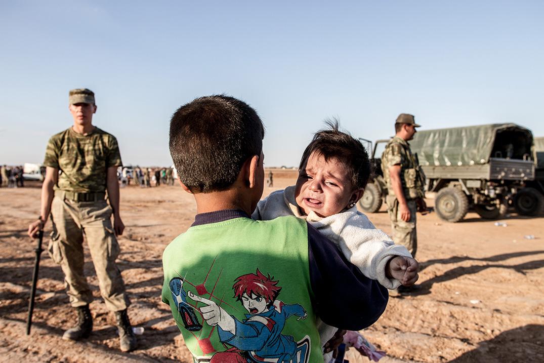 05_refugees-children-kobane-turkish-armee
