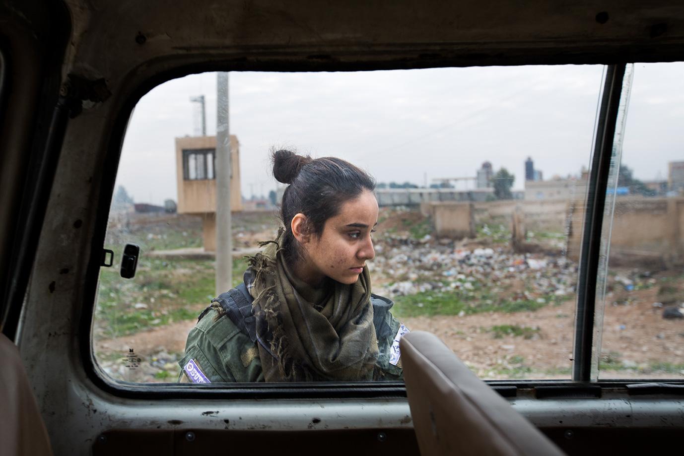 chrisitan fighter girl checking car syria hasaka