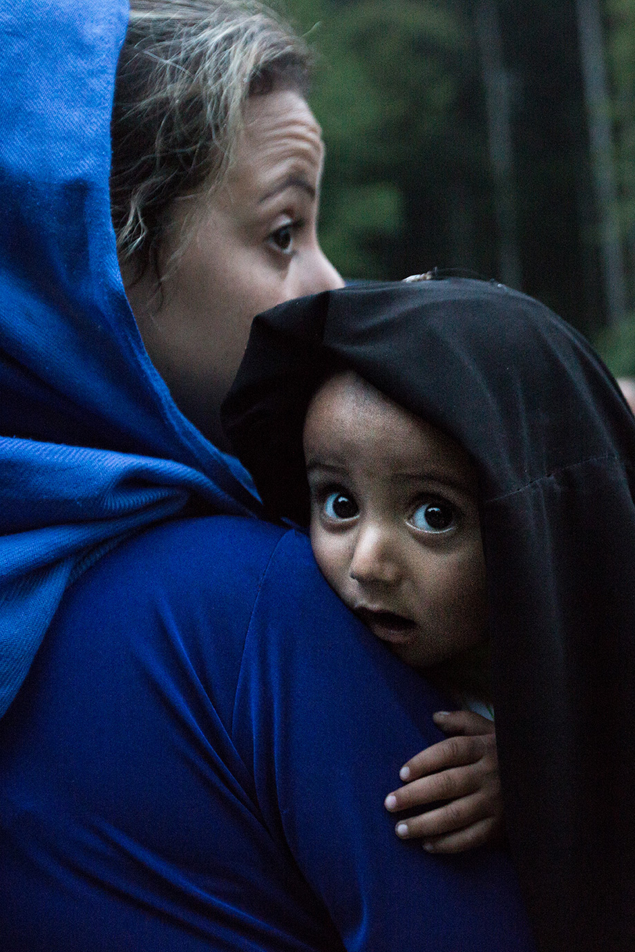 10_mother-child-syria-end-flight-arriving-Germany