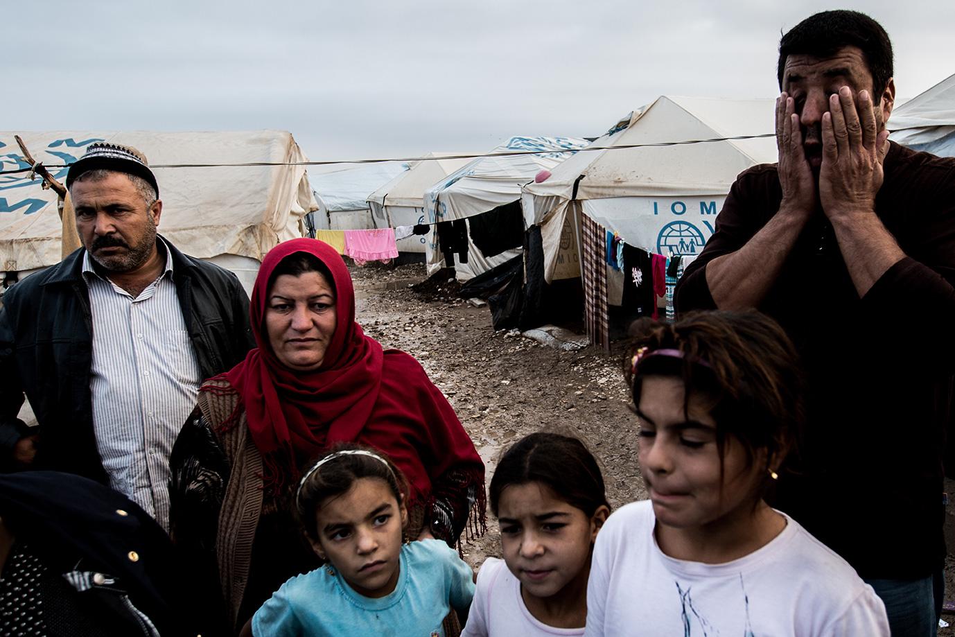 11_desperation-refugees-iraq-family-camp