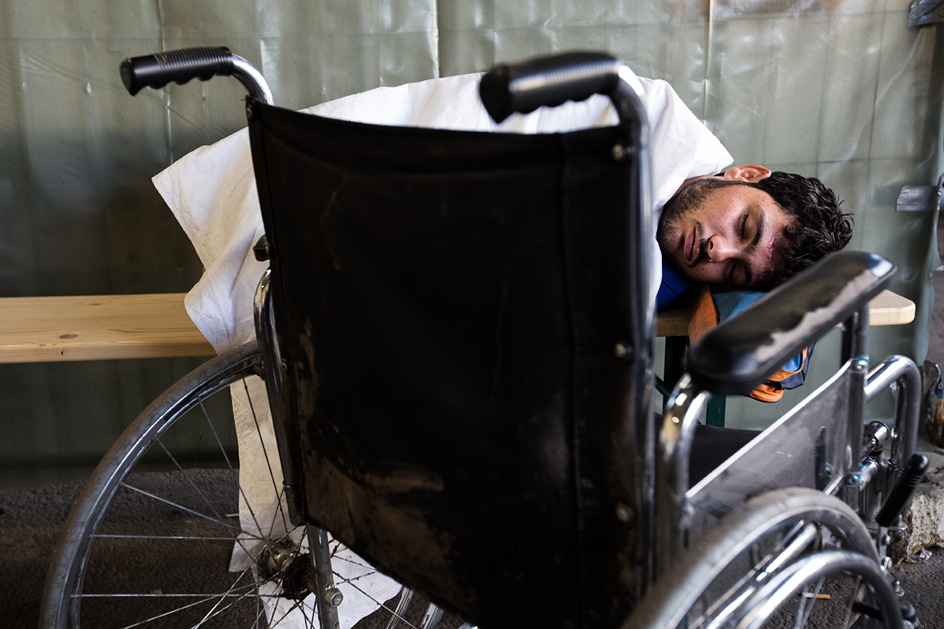 13_wheelchair_refugees_no_legs-arrive-Germany-Syria