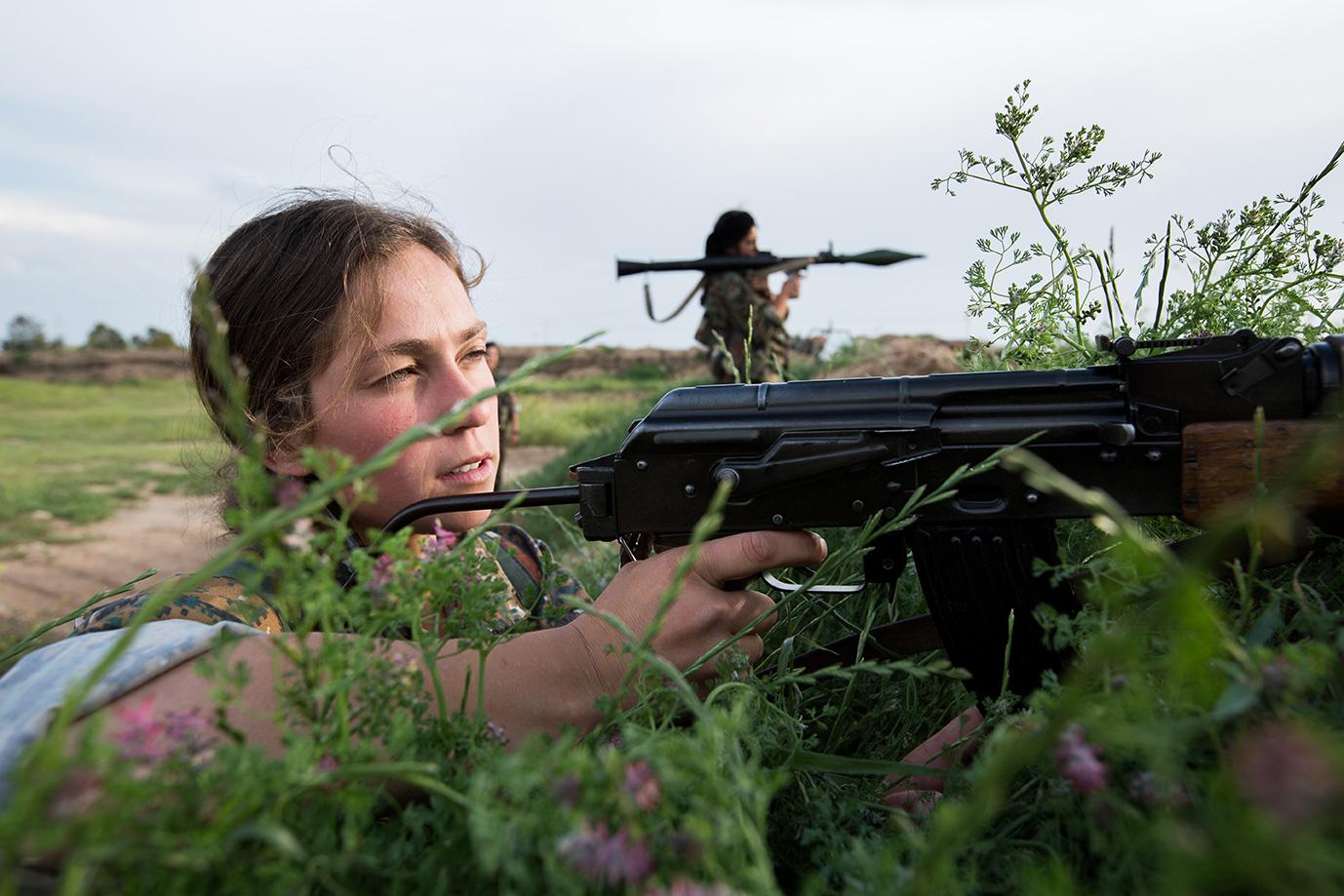 yesidi female unit shooting isis sinjar iraq