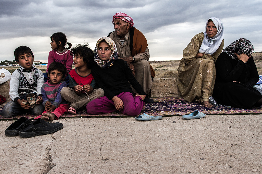 16_lost_refugees_iraq-family