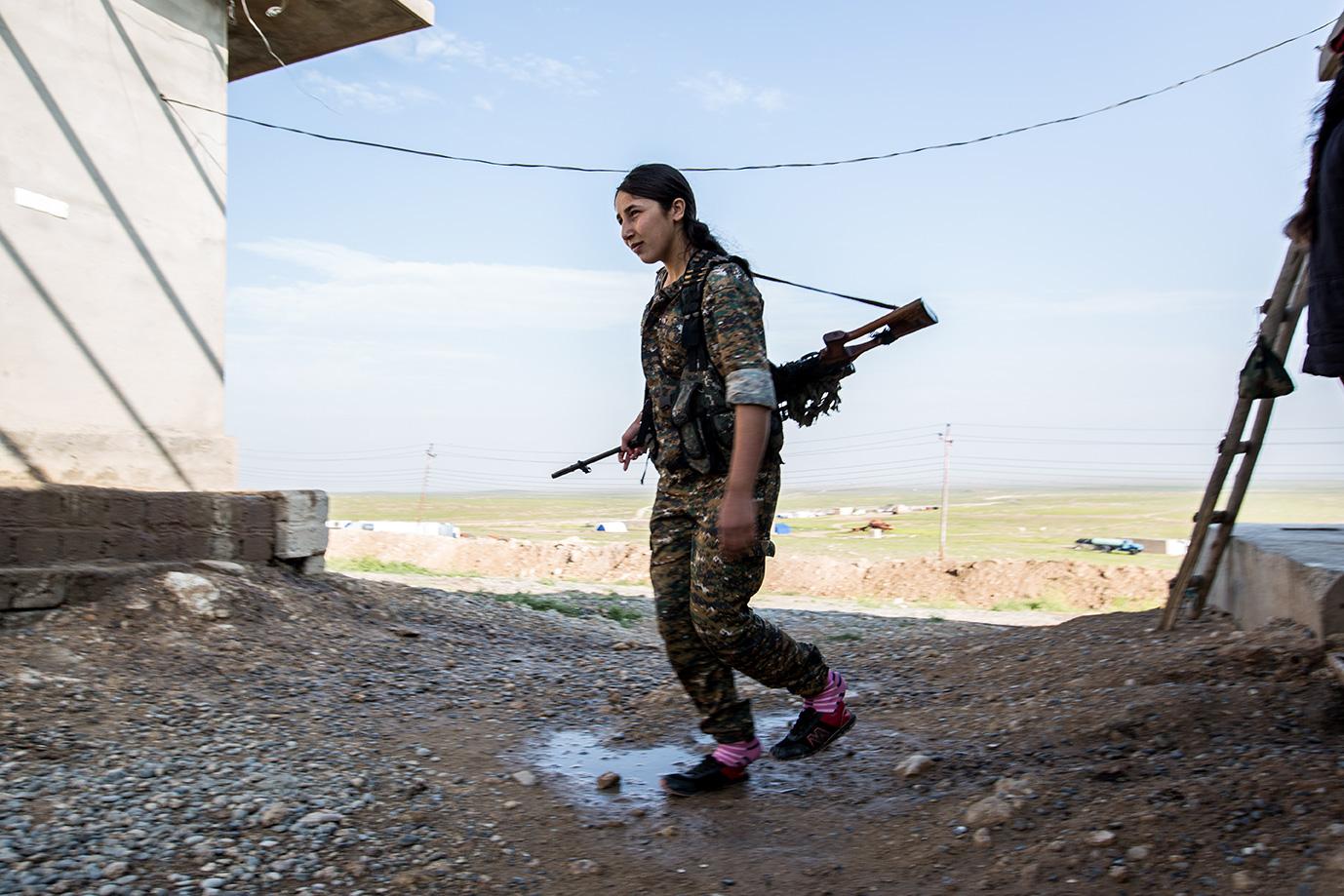 female yesidi fighter sinjar iraq young